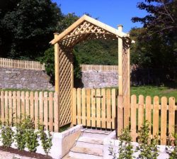 cottage-gate-with-rose-arch